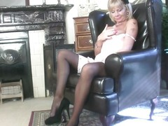 beautifying mature gets turned on