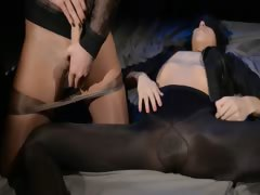 Blindfolded latitudinarian gets enjoyment from by tie in on