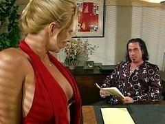 Golden office floosie sucking the underbrush boss off