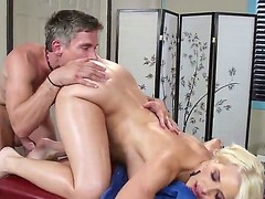 Anikka Albrite comes be useful to a rub down cocktail lounge Mick Morose