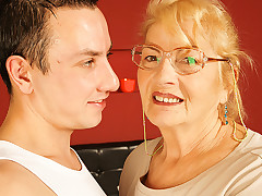 Nasty mature lady is making out with a teen dude unwashed his donger